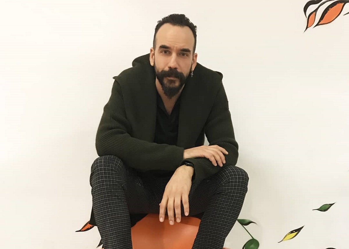 Πάνος Μουζουράκης: Η συμμετοχή του στην ταινία «Mamma Mia» και όσα αποκάλυψε για τον θάνατο του πατέρα του | tlife.gr