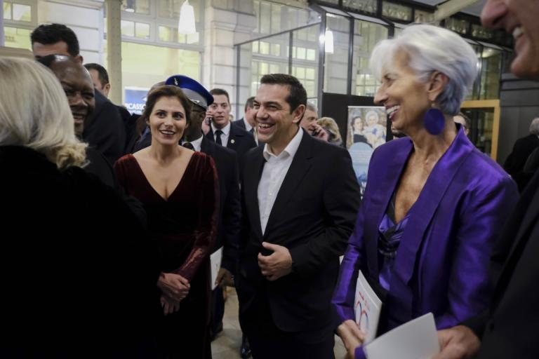 Μπέτυ Μπαζιάνα: «Έλαμψε» με… παριζιάνικη φινέτσα! Εντυπωσιακή παρουσία στο Παρίσι [pics]   tlife.gr