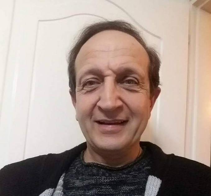 Σπύρος Μπιμπίλας: Έξαλλος με τον Νίκο Μουρατίδη – Έγραψε άρθρο για την παρουσία του στις κηδείες | tlife.gr