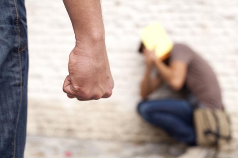 Σκότωσαν το παιδί τους στο ξύλο επειδή δεν διάβαζε! | tlife.gr