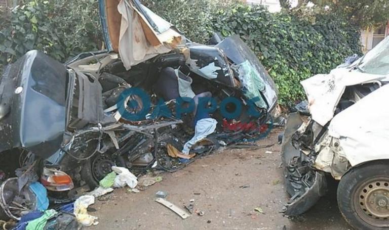 Μεσσηνία: Δύο νεκροί και δύο τραυματίες σε φοβερό τροχαίο – Διαλύθηκε σε τοίχο το ένα αυτοκίνητο | tlife.gr