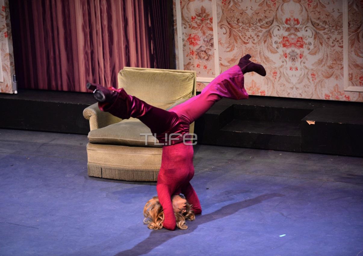 Εντυπωσίασε με τα ακροβατικά της η Ντορέττα Παπαδημητρίου στη σκηνή του «Μαριχουάνα Στοπ» [pics] | tlife.gr