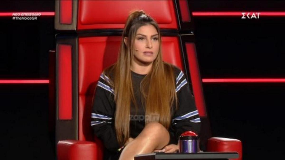 "The Voice: Το δύσκολο τραγούδι ""έκαψε"" τη διαγωνιζόμενη! Η εξήγηση της Έλενας Παπαρίζου… | tlife.gr"