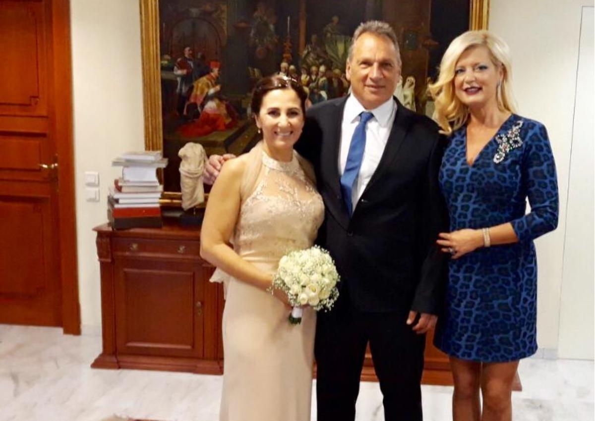 Μαρίνα Πατούλη: Από τα μπουζούκια στο Δημαρχείο για να παντρέψει φιλικό της ζευγάρι! [pics]   tlife.gr
