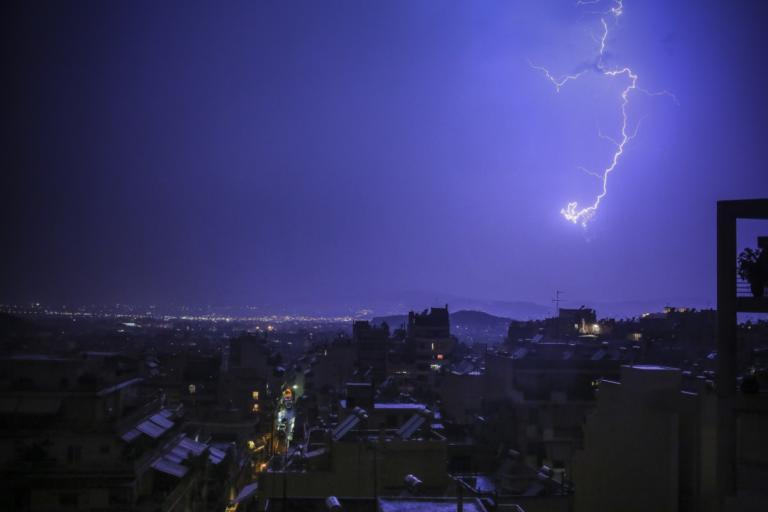 Δέος από την Πηνελόπη! 10.000 κεραυνοί και χιόνια σε ολόκληρη τη χώρα! Πού θα «χτυπήσει» τις επόμενες ώρες   tlife.gr