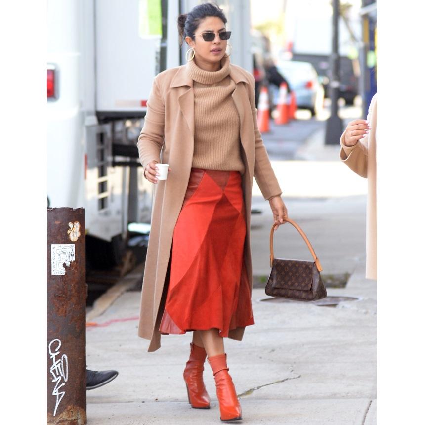 Το tip της Priyanka Chopra για να δώσεις ένα εντελώς διαφορετικό ύφος στη midi φούστα | tlife.gr