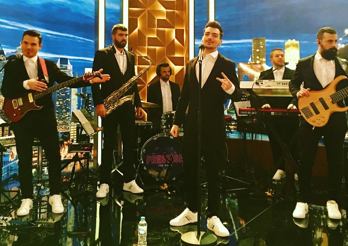 Prestige The Band: Αυτή είναι η μπάντα που «τα σπάει» στο πλευρό του Γρηγόρη Αρναούτογλου! | tlife.gr