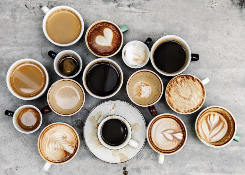 """""""Μόλις ξυπνάμε και πίνουνε καφέ χωρίς πρωινό κάνουμε ζημιά στο στομάχι;""""   tlife.gr"""