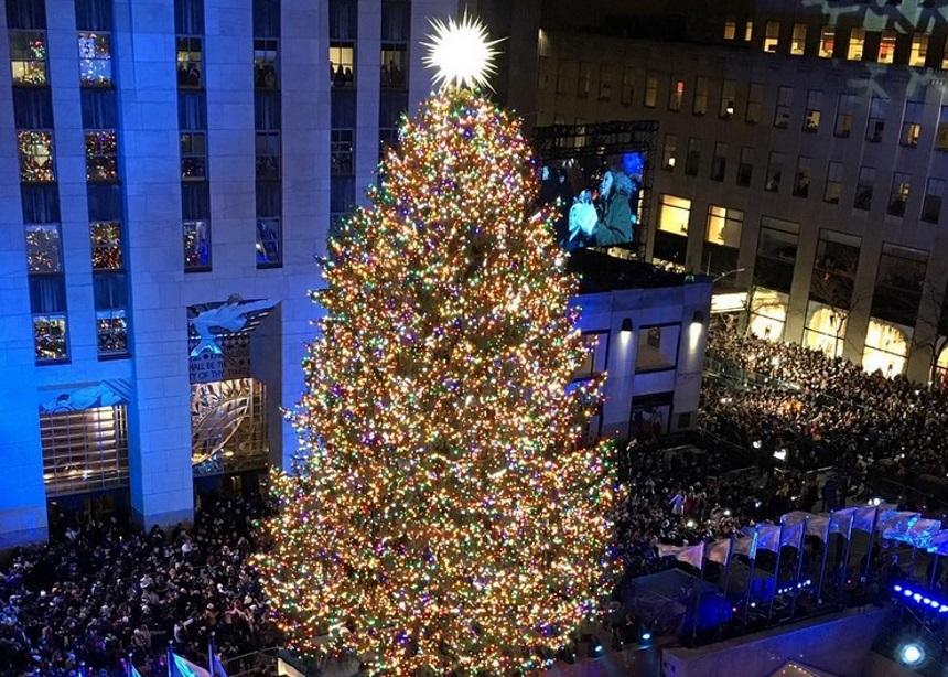 Το νέο αστέρι του iconic Rockefeller δέντρου είναι φτιαγμένο από 3.000.000 κρύσταλλα Swarovski   tlife.gr
