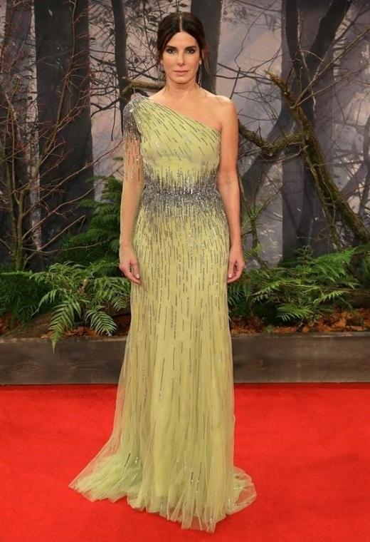 Η Sandra Bullock με Alberta Ferretti | tlife.gr