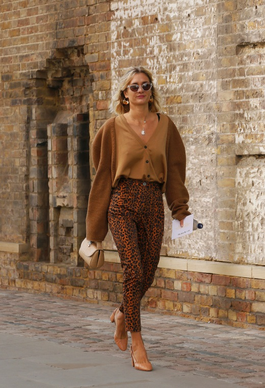 Λονδίνο με leopard παντελόνι | tlife.gr