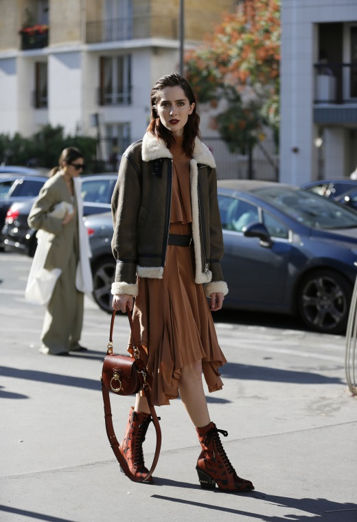 Παρίσι με sheepskin jacket | tlife.gr
