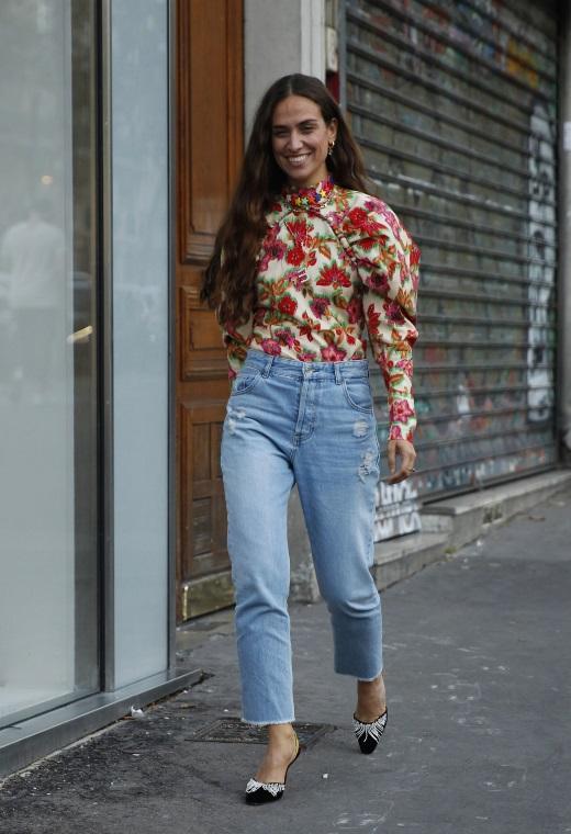 Παρίσι με floral top | tlife.gr