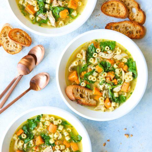 Σούπα γλυκοπατάτας με κοτόπουλο και κοφτό μακαρονάκι | tlife.gr