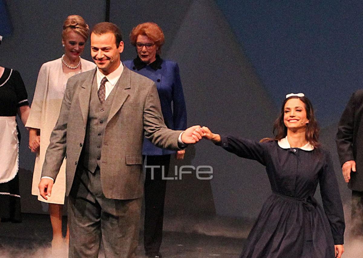 Ορέστης Τζιόβας: Η σύζυγός του τον απόλαυσε στην θεατρική του πρεμιέρα [pics] | tlife.gr