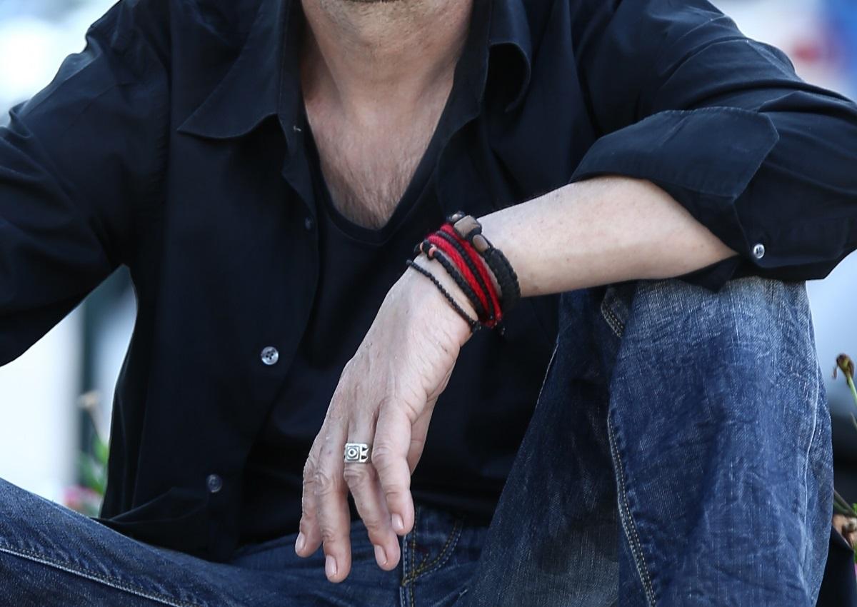 Σοκάρει γνωστός Έλληνας τραγουδιστής: «Κάπνιζα πέντε πακέτα τσιγάρα κι έπινα δύο μπουκάλια ουίσκι την ημέρα»   tlife.gr