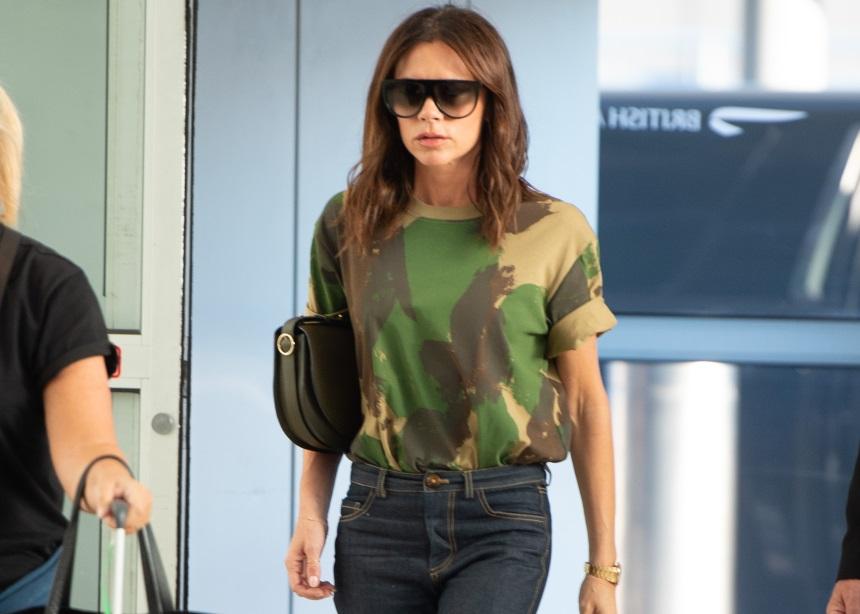 Η Victoria Beckham σου δείχνει έναν πολύ ξεχωριστό τρόπο να κρατήσεις την τσάντα σου. Θα το δοκιμάσεις; | tlife.gr