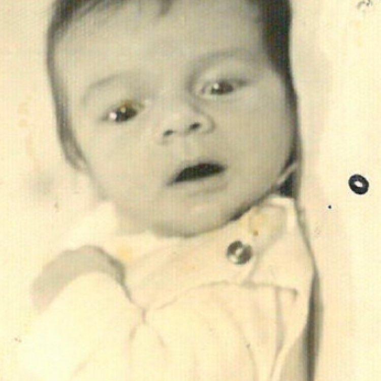 Το μωρό της φωτογραφίας είναι διάσημος Έλληνας ηθοποιός και αποκλείεται να τον αναγνωρίσεις! | tlife.gr
