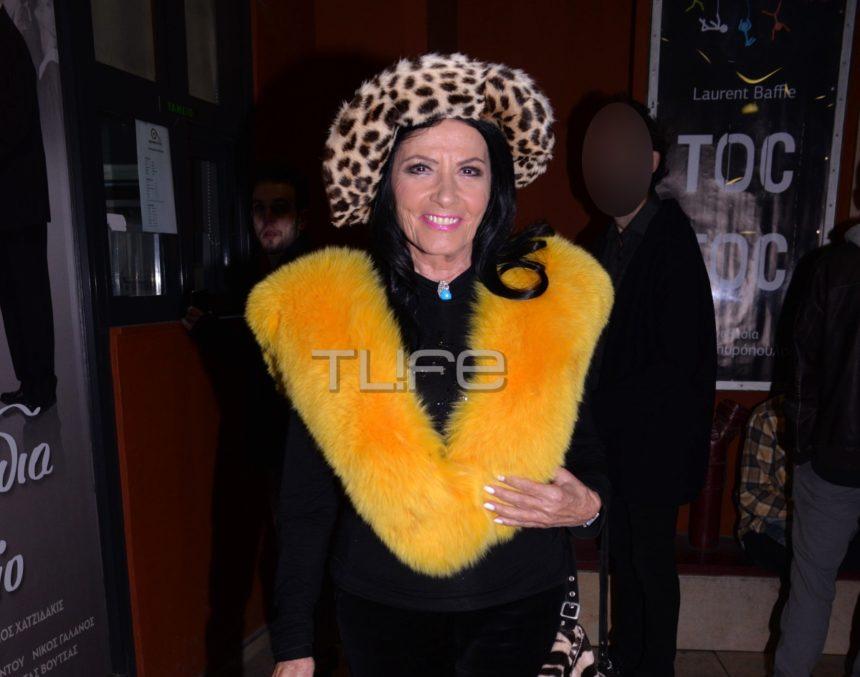 Η… αγέραστη Ζωζώ Σαπουντζάκη, έκλεψε την… παράσταση με το λεοπάρ καπέλο και την γούνα της! [pics] | tlife.gr