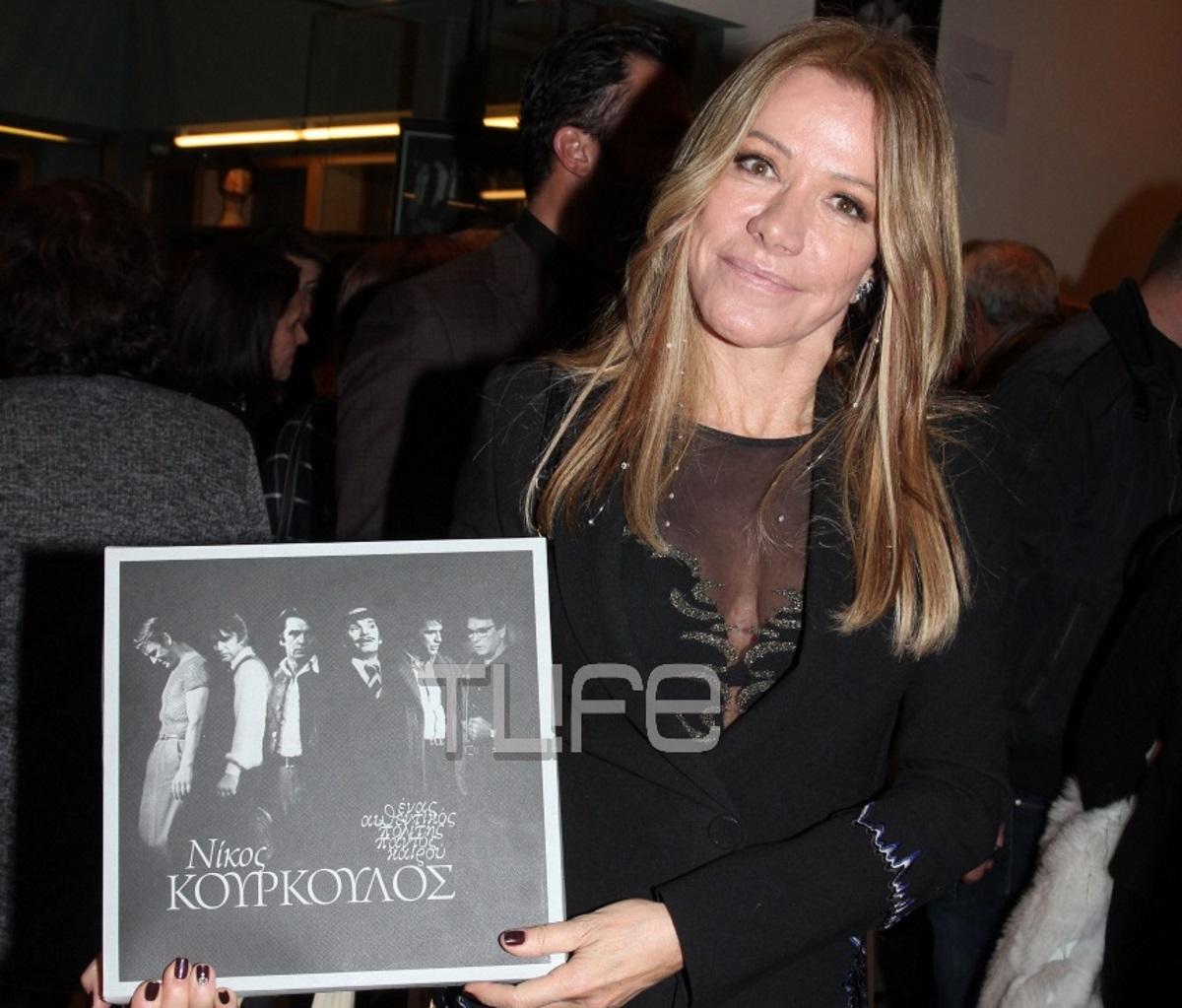 Μαριάννα Λάτση: Με τα παιδιά της και τον Άλκη Κούρκουλο σε εκδήλωση αφιερωμένη στον Νίκο Κούρκουλο – Φωτογραφίες | tlife.gr