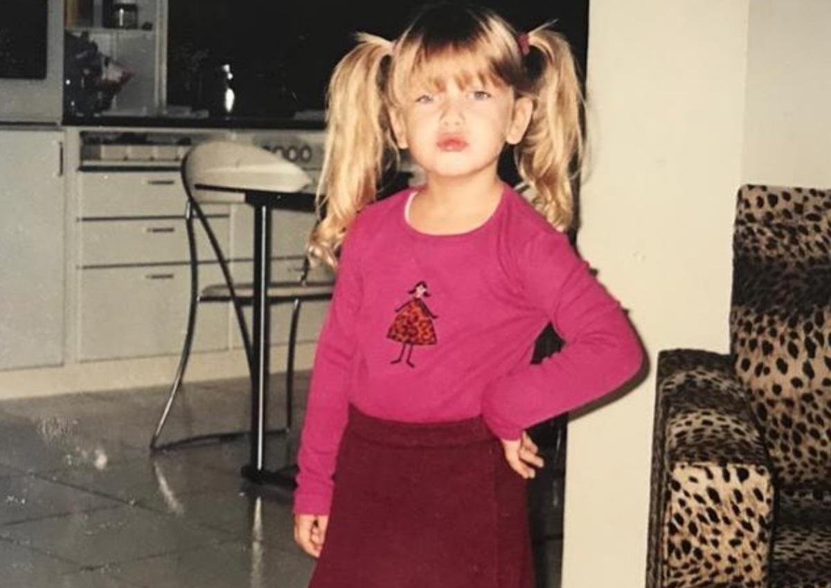 Αναγνωρίζεις το κοριτσάκι της φωτογραφίας; Είναι Ελληνίδα ηθοποιός, πολύ όμορφη και ταλαντούχα! | tlife.gr