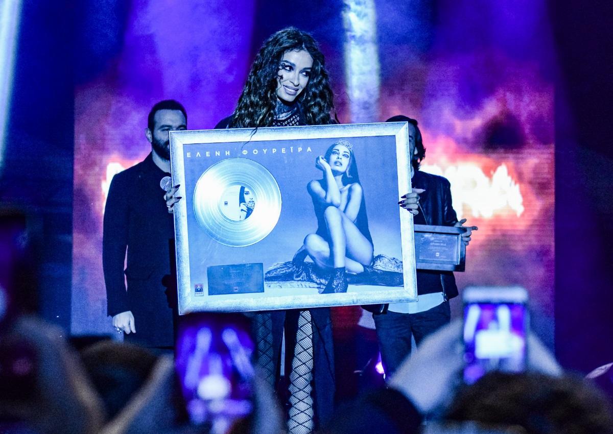 Πλατινένια η Ελένη Φουρέιρα – Η απονομή του δίσκου σε συναυλία της στην Αθήνα! [pics]   tlife.gr