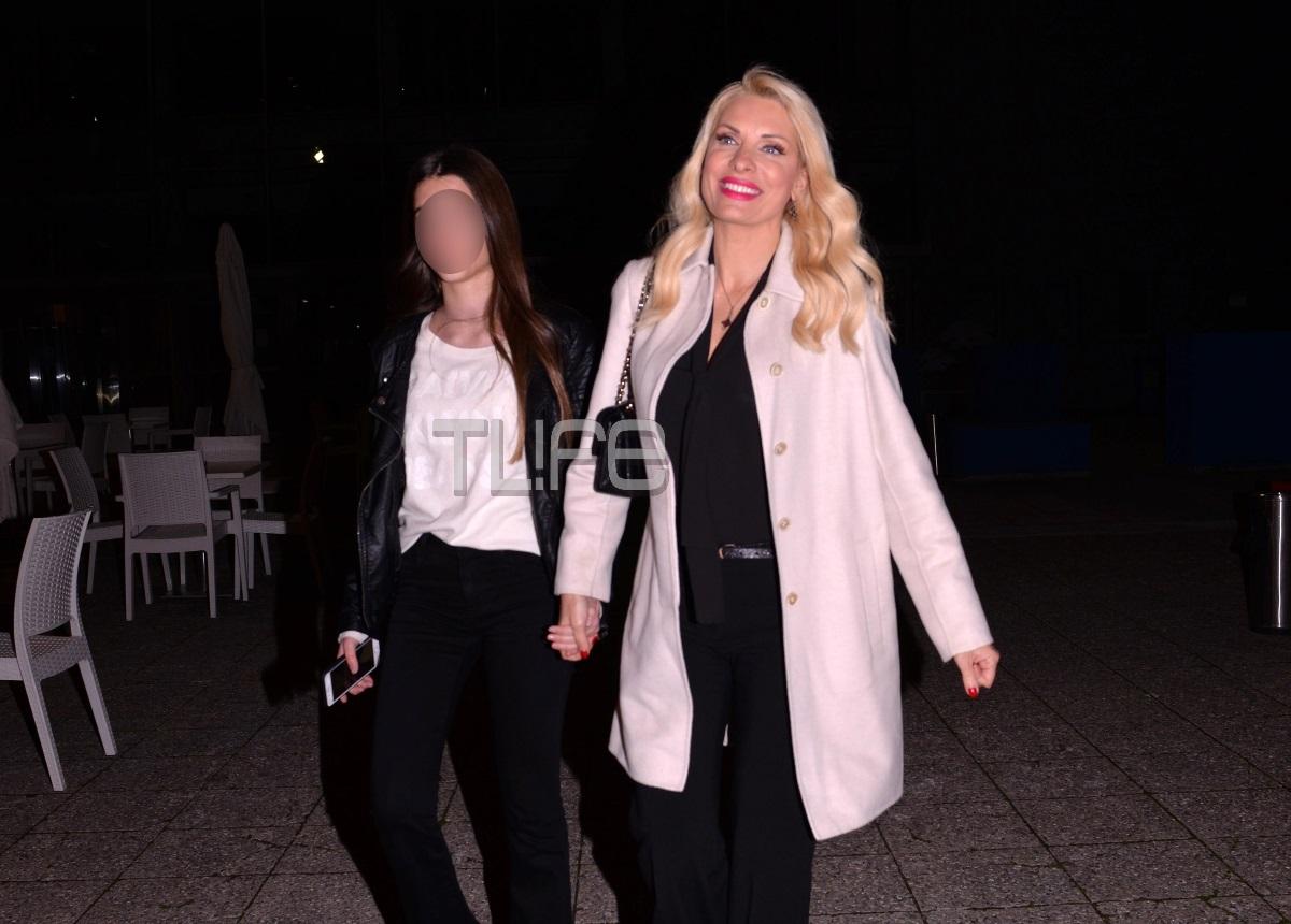 Ελένη Μενεγάκη: Στο θέατρο με την κόρη της! Φωτογραφίες | tlife.gr
