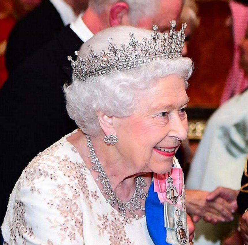 Ελισάβετ: Η ιστορία της αγαπημένης διαμαντένιας τιάρας της Βασίλισσας! | tlife.gr