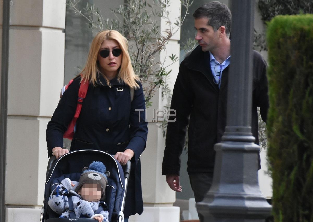 Σία Κοσιώνη – Κώστας Μπακογιάννης: Βόλτα στην Κηφισιά με γιο τους, Δημοσθένη! [pics] | tlife.gr
