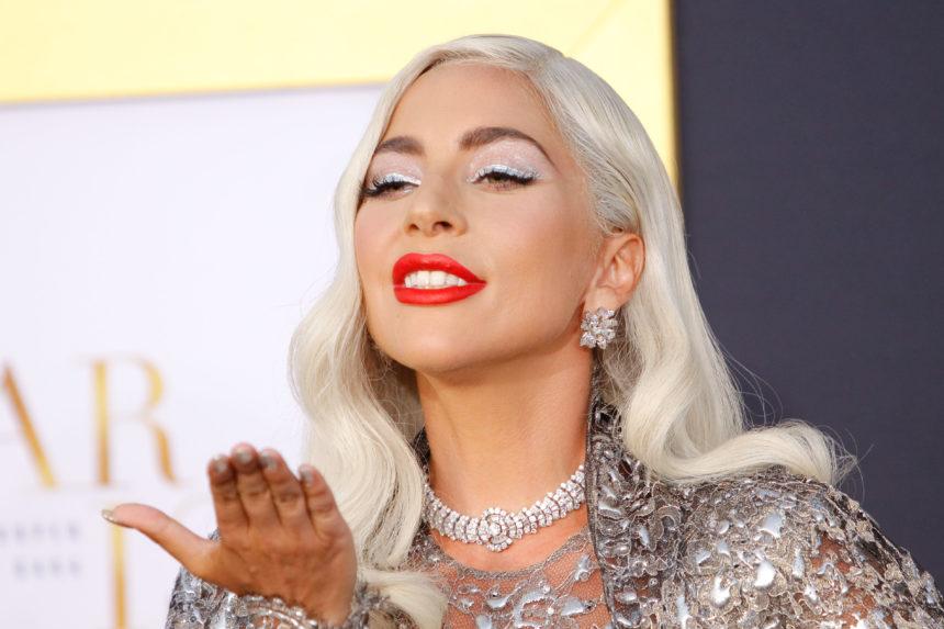 Η Lady Gaga έβαψε τα μαλλιά της στο πιο hot χρώμα για το 2019! Μαντεύεις ποιο είναι; | tlife.gr