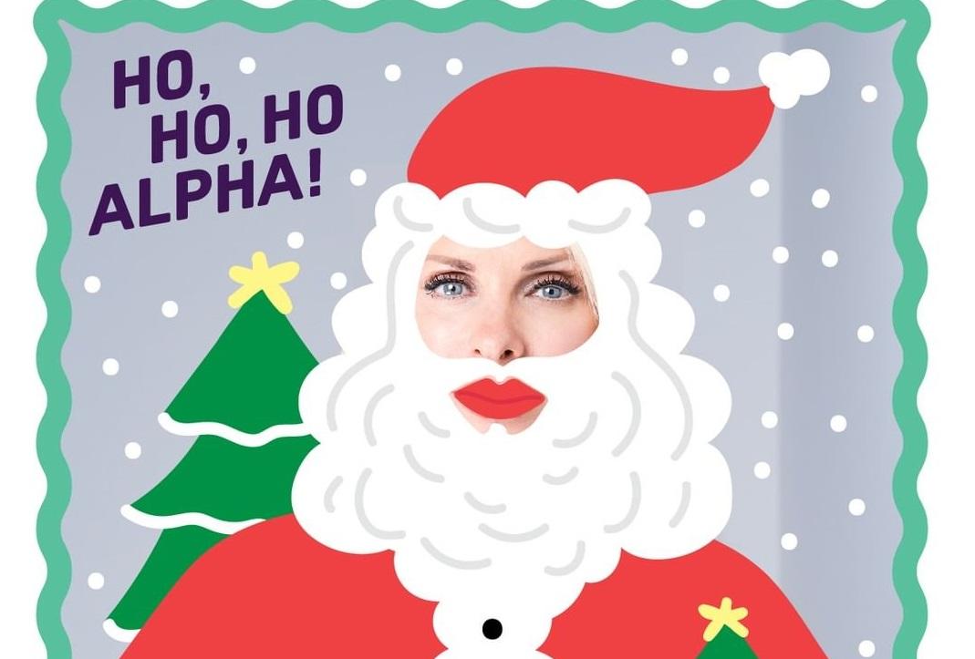 O Alpha έντυσε την Ελένη Μενεγάκη Άγιο Βασίλη! Όλοι οι παρουσιαστές σε χριστουγεννιάτικο mood! [pics]