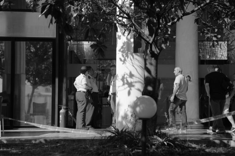 Συναγερμός στον Ant1! Τηλεφώνημα για βόμβα και εκκένωση! | tlife.gr