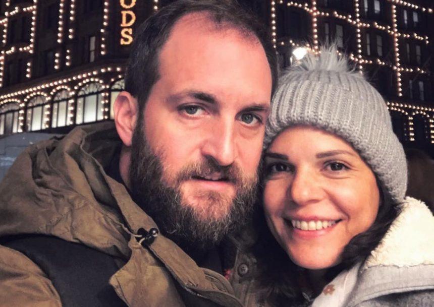 Μαρίνα Ασλάνογλου – Δημοσθένης Πέππας: Στόλισαν το χριστουγεννιάτικο δέντρο μαζί με τον εννέα μηνών γιο τους! [pic] | tlife.gr
