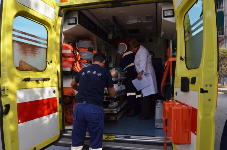 Θανατηφόρο τροχαίο στην Αθηνών – Σουνίου με 3 μηχανές και 3 αυτοκίνητα – 1 νεκρός και 2 σοβαρά τραυματίες | tlife.gr