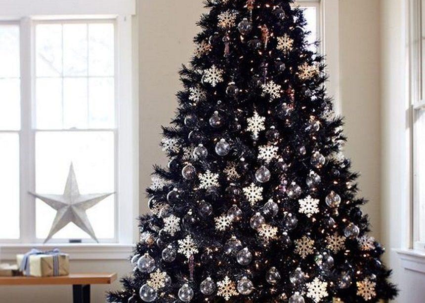 "Back to Black: Το ""little black"" χριστουγεννιάτικο δέντρο είναι τάση και πρέπει να το δεις! | tlife.gr"
