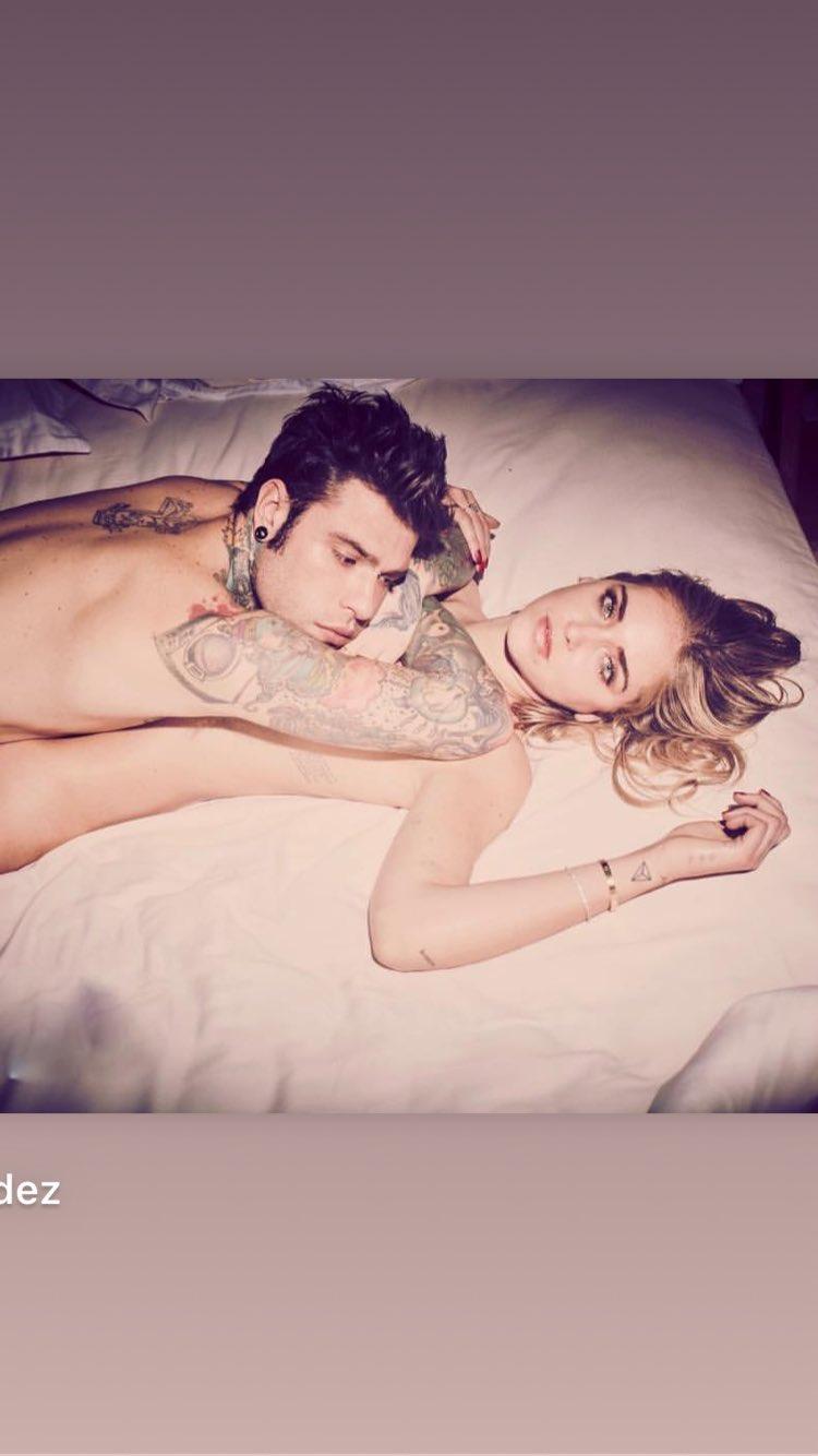 Ποια διάσημη δημοσίευσε φωτογραφία με τον σύζυγό της γυμνούς στο κρεβάτι; [pic]