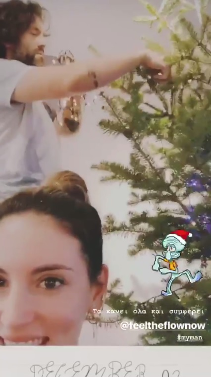 Αθηνά Οικονομάκου: Στόλισε το πιο πολύχρωμο χριστουγεννιάτικο δέντρο μαζί με τον σύζυγό της και τον μικρό Μάξιμο! (pics,video)