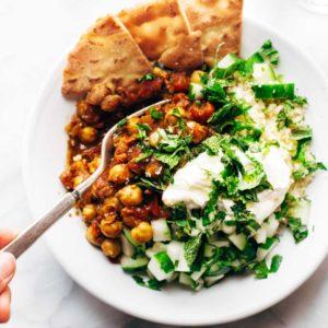 Μαροκινή σαλάτα με πικάντικα ρεβίθια