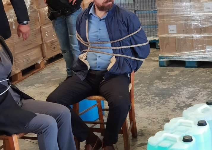 Ποιος ηθοποιός του σήριαλ «Η επιστροφή» του Ant1 εντυπωσιάζει ως «Βαν Γκονγκ»; Φωτογραφίες | tlife.gr