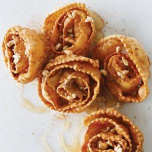 Παραδοσιακές δίπλες με μέλι και καρύδια