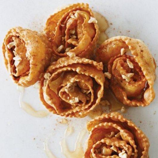 Παραδοσιακές δίπλες με μέλι και καρύδια | tlife.gr