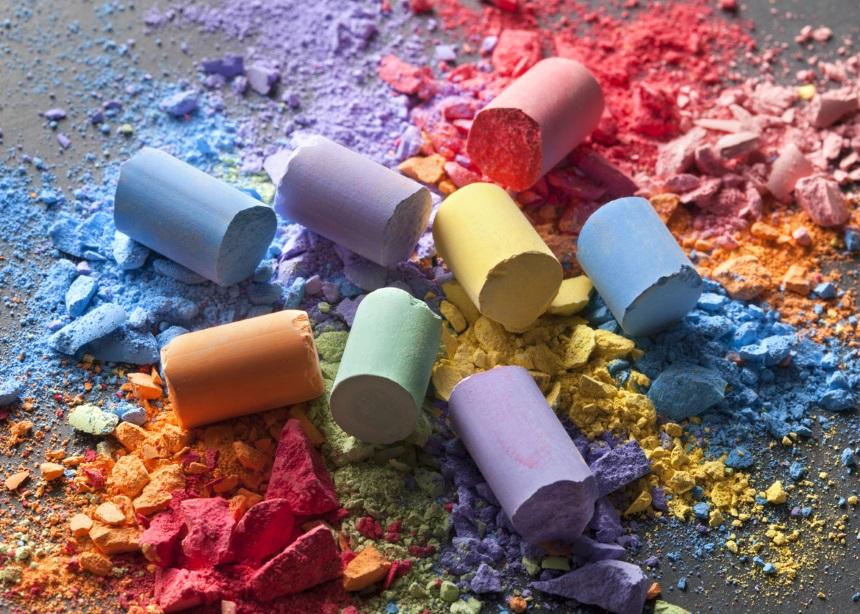 Πώς θα φτιάξεις DIY χρώματα κιμωλίας για οικολογικό παιχνίδι με τα παιδιά! | tlife.gr