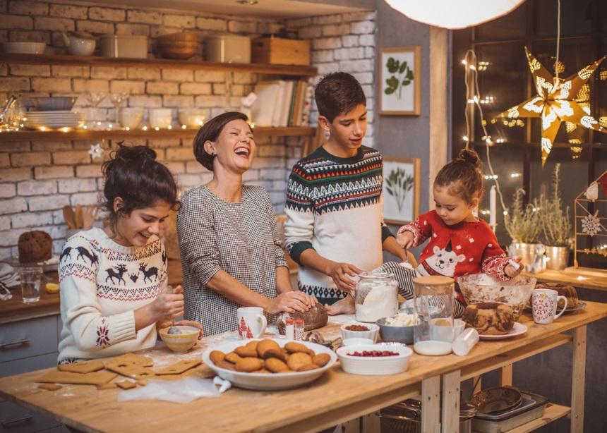 Μελομακάρονα: Όσα θέλεις να μάθεις για το top γλυκό των γιορτών από τον Δρα. Σπύρο Μαζάνη