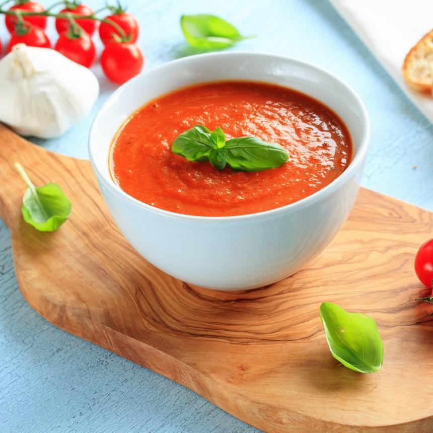 Σούπα βελουτέ με ντομάτα και κάρυ