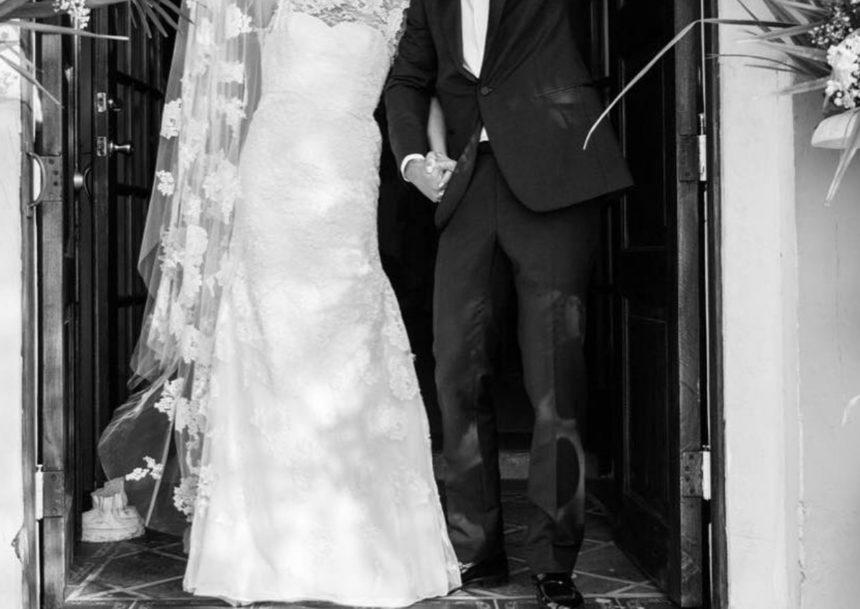 Το ζευγάρι της showbiz παντρεύτηκε και αυτές είναι οι πρώτες φωτογραφίες από τον γάμο του!   tlife.gr