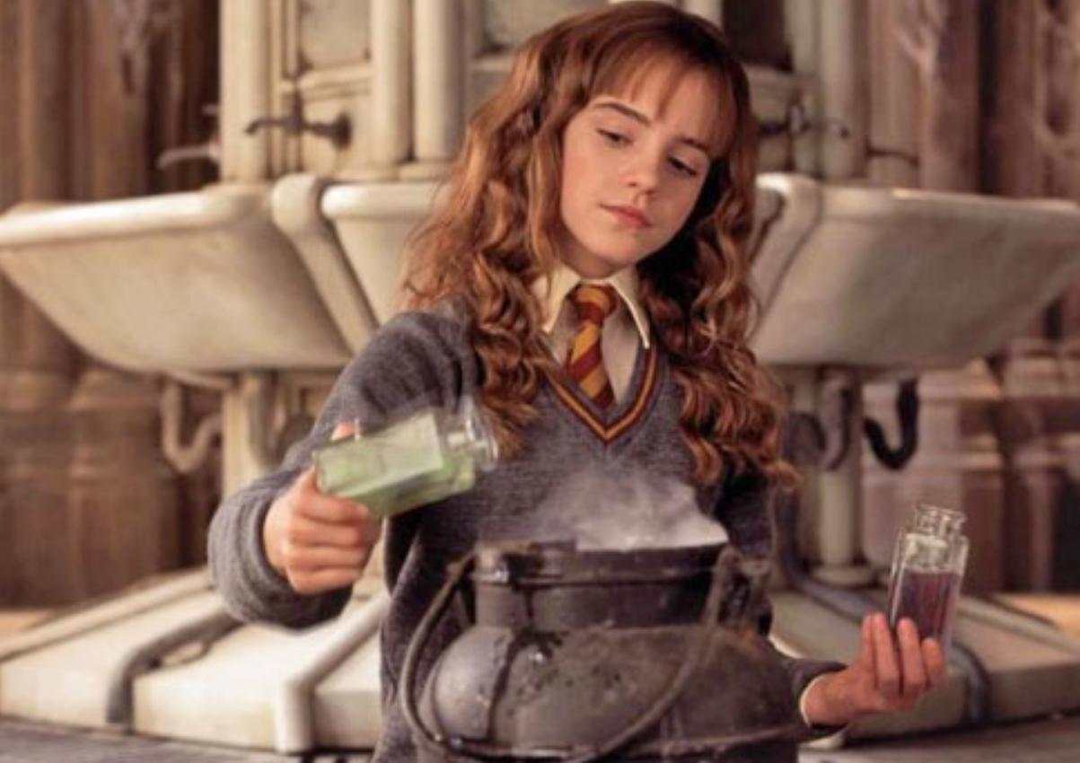 Γνωστή σεφ της ελληνικής τηλεόρασης μεταμορφώθηκε σε «Ερμιόνη» από τον Harry Potter! | tlife.gr