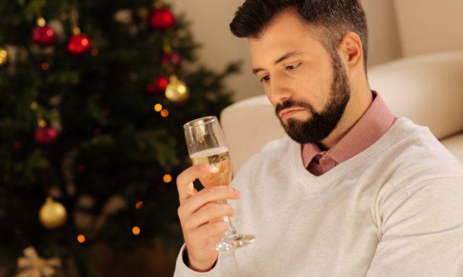 Πώς συνδέεται η κατάθλιψη με τις γιορτινές ημέρες- Οδηγός επιβίωσης | tlife.gr