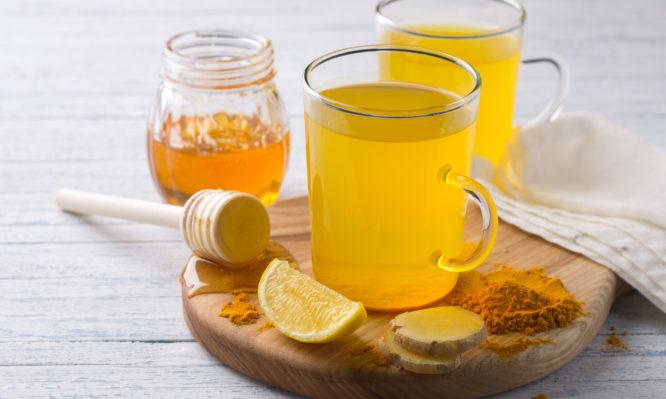 Πονόλαιμος: Λεμόνι, μέλι, ή αλκοόλ είναι η καλύτερη αντιμετώπιση; | tlife.gr