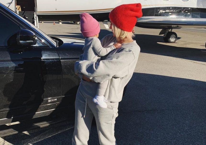Kylie Jenner: Βόλτα στα χιόνια με την κόρη της! [pics,vid] | tlife.gr