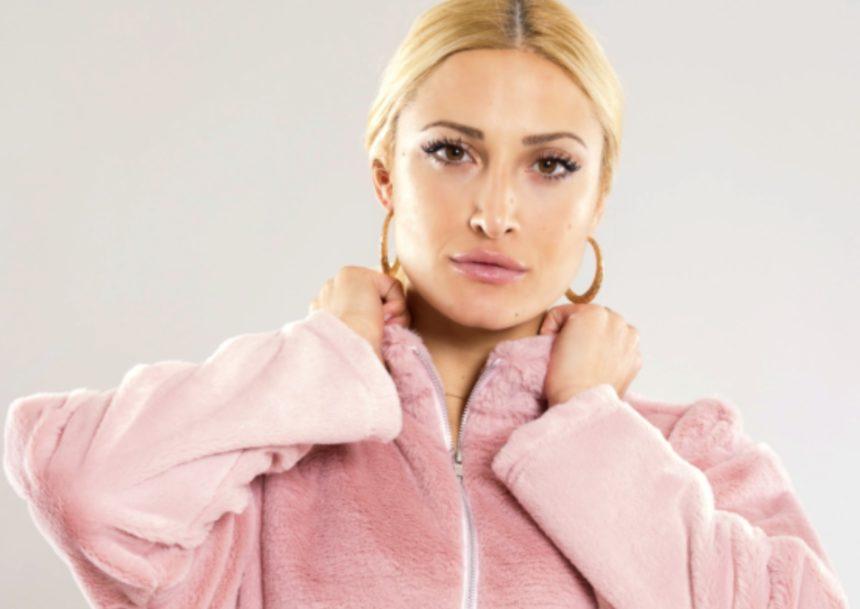 Full in love η Ιωάννα Τούνη: Ποζάρει στην αγκαλιά του συντρόφου της!   tlife.gr